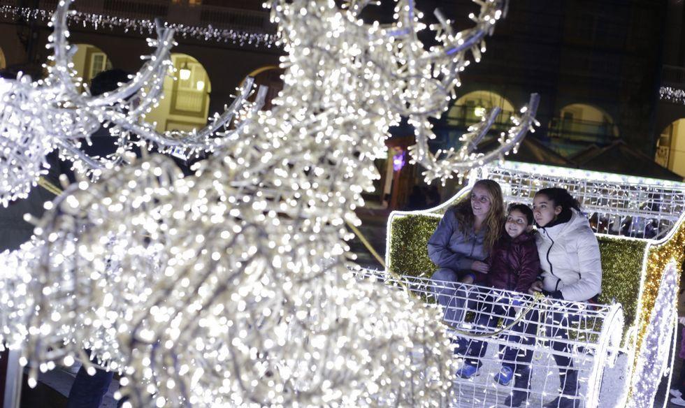 54f5ba14481 A Coruña  Papá Noel abre las puertas de su casa