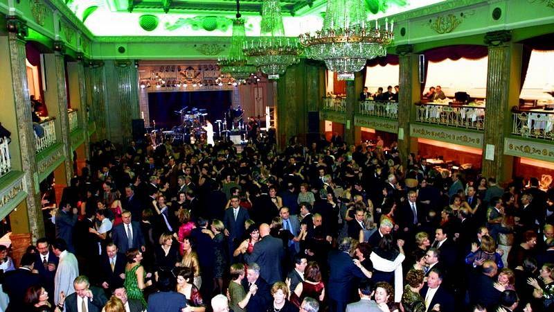 Discotecas, restaurantes, hoteles, pubs y cafeterías organizan cenas y cotillones