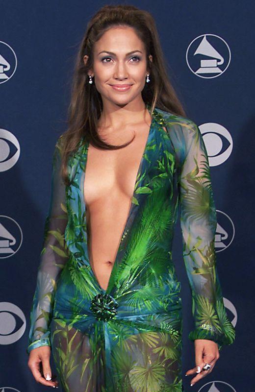 726bdb15d6 Pero no teníamos una manera directa de ofrecer a los usuarios exactamente  lo que querían  Jennifer Lopez llevando aquel vestido».