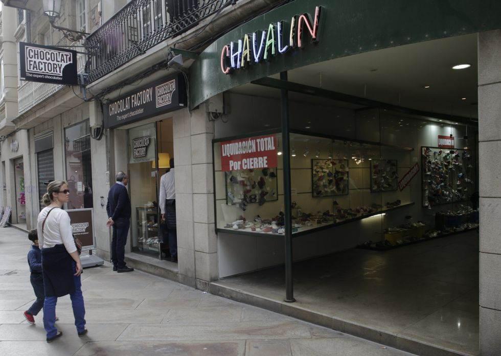 33edca621c4 La zapatería de la calle Real ya anuncia descuentos por la liquidación del  negocio.