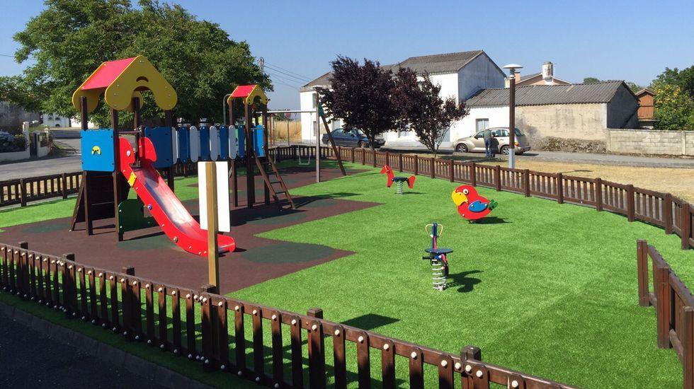 Renovados Los Juegos Infantiles De La Casa Do Pobo De Dexo - Casa-de-juegos-infantiles