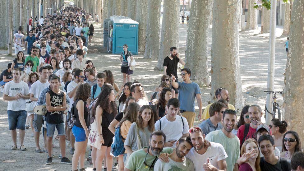 Miles De Personas Guardan Cola En Gerona Para Ser Figurantes De