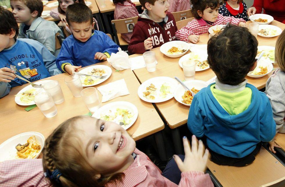 Alarma del Concello con la nueva empresa de comedores escolares