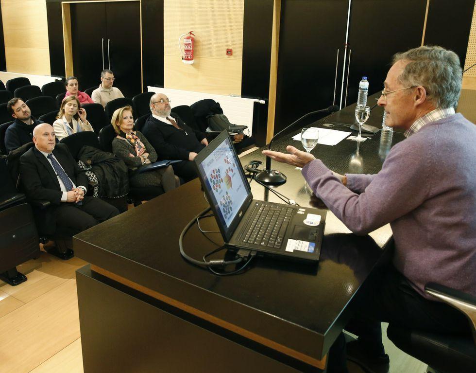 Ángel Carracedo anima a mejorar el asesoramiento a familias con ...