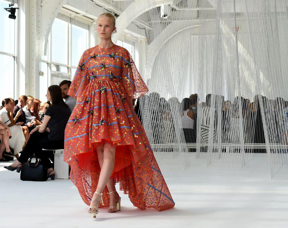 14a9e7e2f1ede Delpozo llena de color y volumen la Semana de la Moda de Nueva York