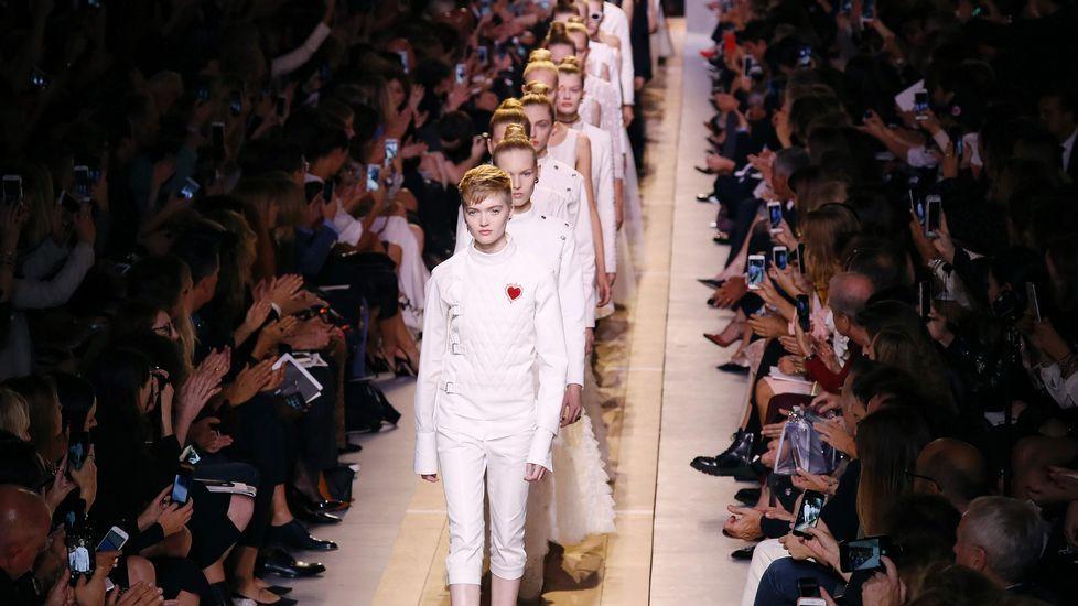 14e93396694d4 La italiana Chiuri da una estocada a Dior con una colección exenta de  elegancia