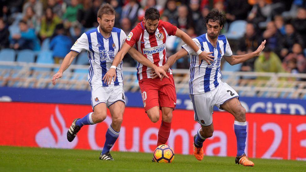 La Real Sociedad consigue el triunfo gracias a los goles de Vela y William  José 0187d7e8e9327