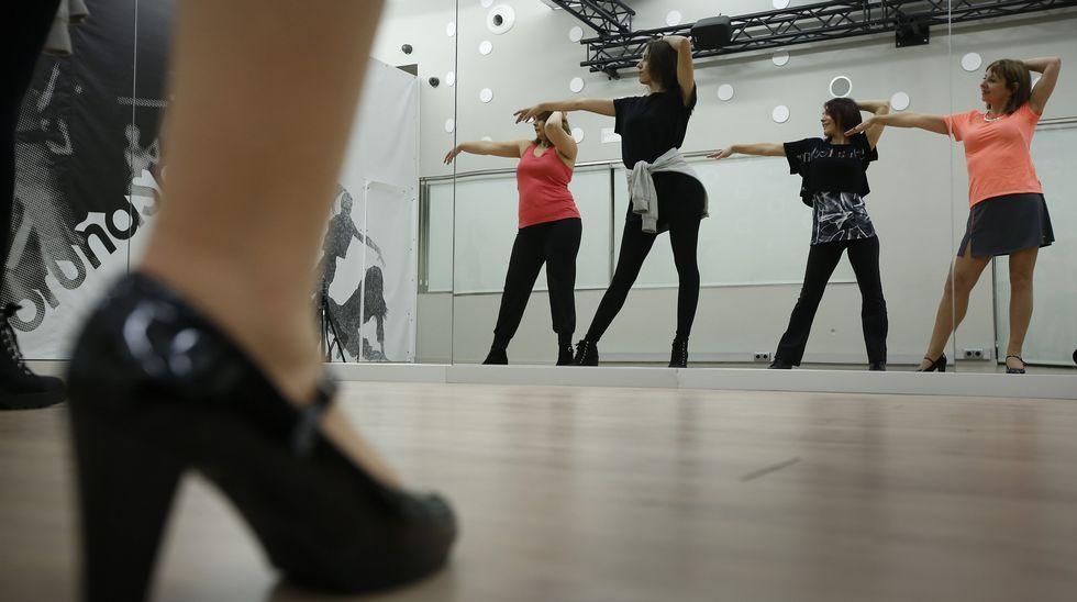 APÚNTATE AL HIGH HEEL DANCE Este es un fitness de altura a102a0d1d0b4