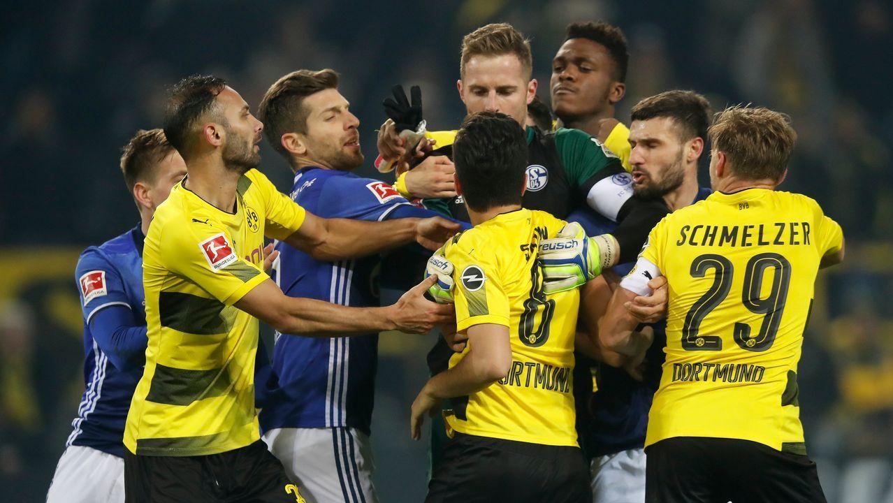 Derbi del Ruhr: El Schalke remonta un 4-0 al Dortmund en 30 minutos (4-4)