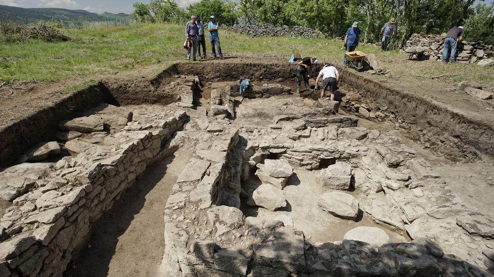 Las Excavaciones Del Castro De Acea Entre Baños Y Xunqueira Deja Al  Descubierto Un Canastro Castrexo De Gran Valor