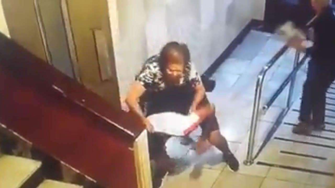 c816a25b8fde Así se enfrentan dos ancianas a un ladrón en un portal