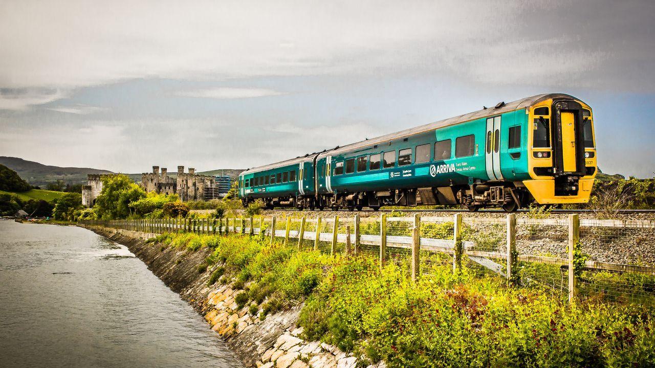 Encuentra horarios y billetes y compra billetes de tren baratos A Coruña - Pontevedra.