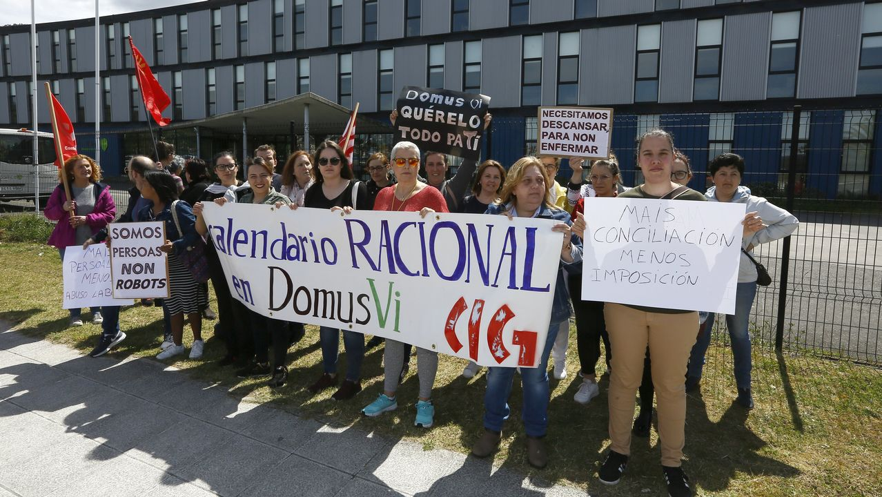Protesta de las trabajadoras del geriátrico DomusVi de Viveiro