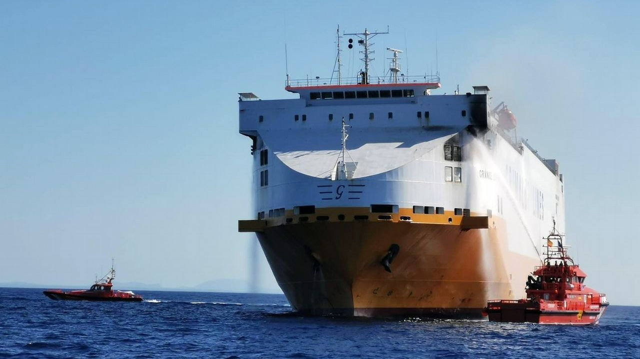 9fb8e3619 El carguero, Grande Europa, pertenece a Grimaldi Lines, naviera que perdió  en marzo otro barco tras incendiarse frente a Francia