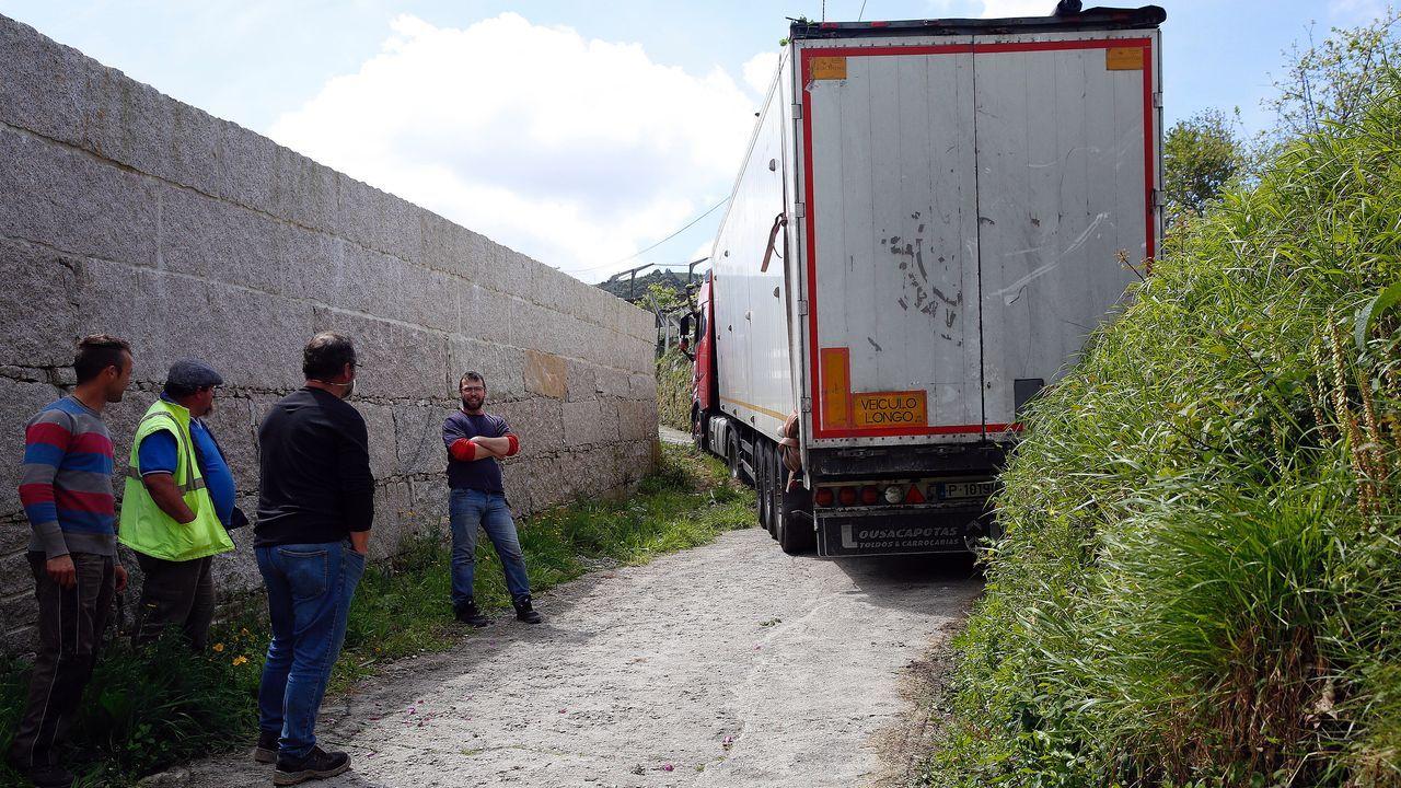 Un camión portugués, atrapado en una aldea de Valga por culpa de ...