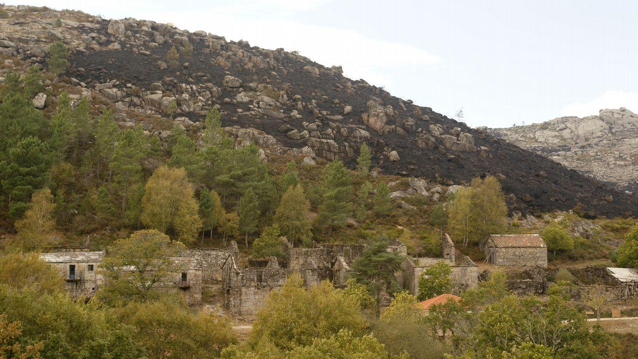 25N.Salvada por poco. La aldea de Salgueiro (Muíños), una propiedad de la Xunta dentro del parque del Xurés, se salvó in extremis. No así la arboleda que acompañaba hasta el lugar.