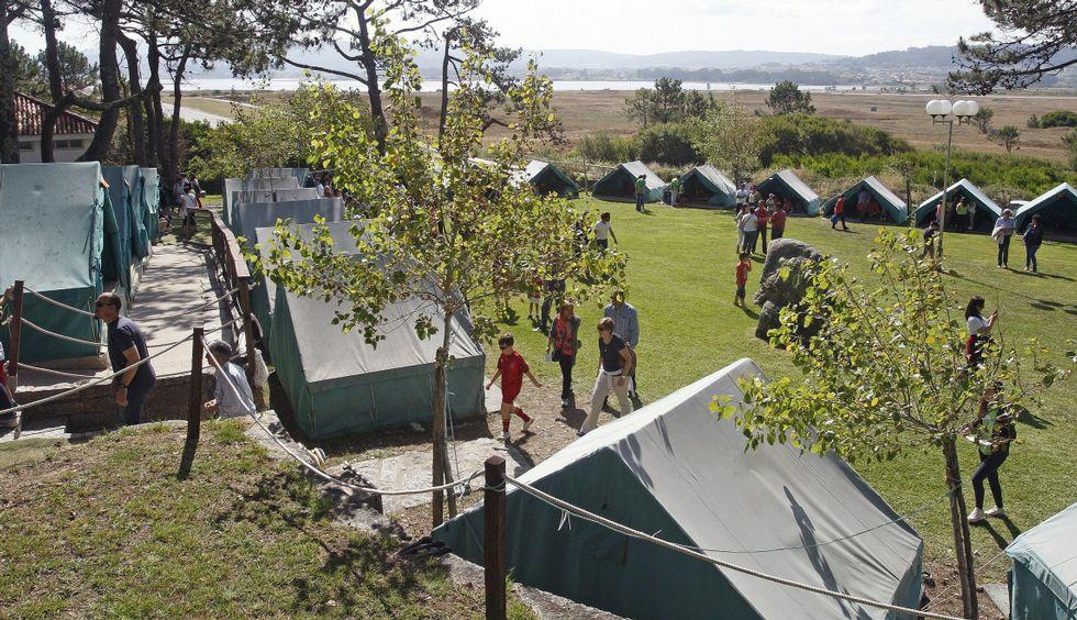Así funciona un compostero comunitario.El campamento ofrecerá este año 2.200 plazas entre el 26 de junio y el 10 de septiembre.