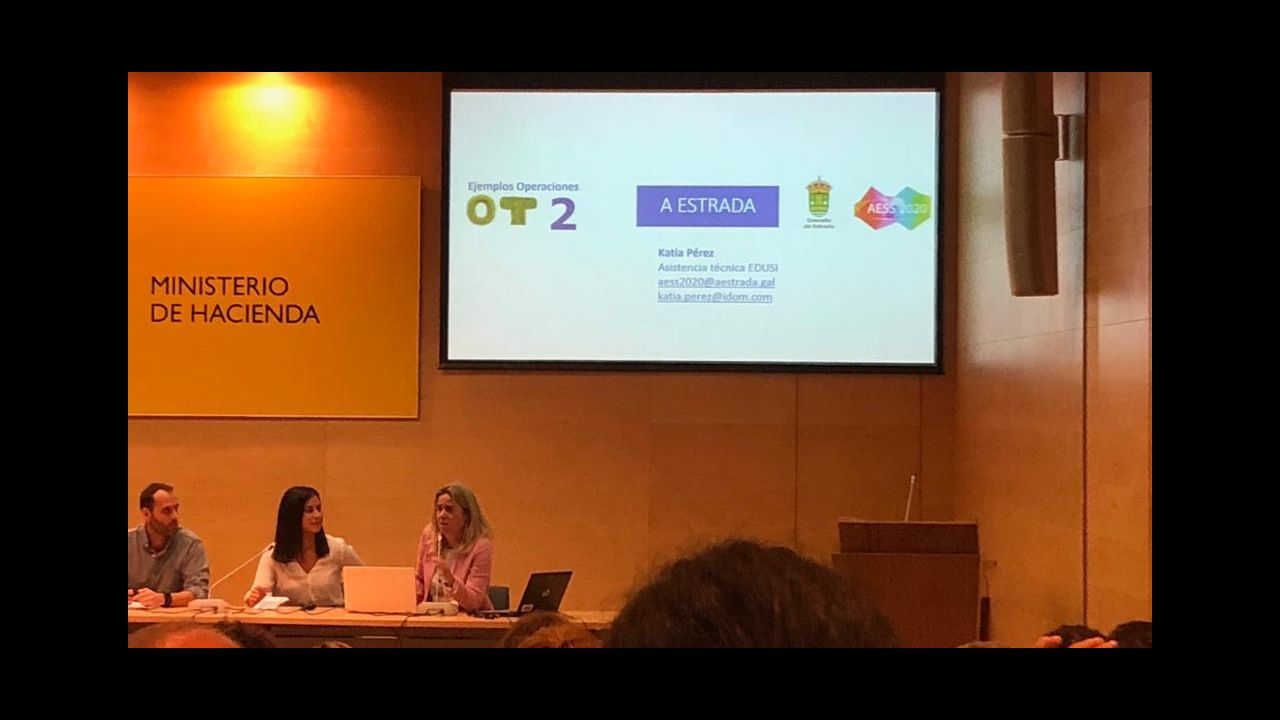 ¿Cómo están integrando las empresas gallegas las nuevas tecnologías?.Banderas delante de la sede de la Comisión Europea
