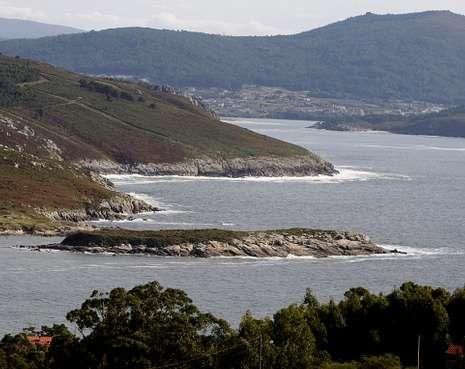 La Illa da Estrela está junto a la playa de A Ermida, en la ría de Corme.