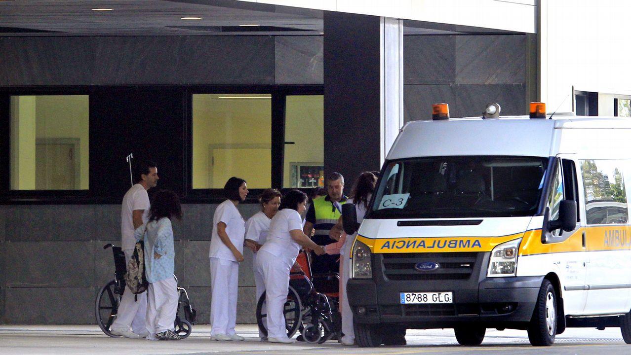 Telonero Caballero.Los cuatro comisionados de Honduras, delante del Hospital Álvaro Cunqueiro de Vigo