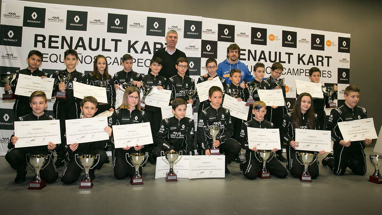 .Fernando Alonso entrega en La Morgal los premios a los finalistas del Renault Kart «Pequeños Campeones»
