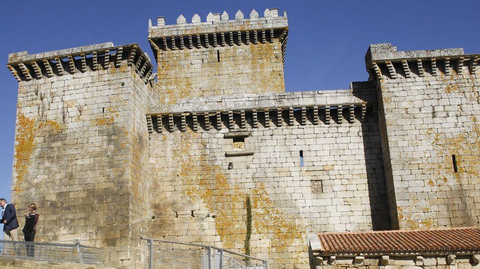 Situado en la localidad lucense de Palas de Rei, el castillo de Pambre es una fortaleza histórica que data del siglo XIV, y es una delas pocas construcciones de estilo militar que sobrevivió a la revuelta irmandiña. Ha sido restaurado hace poco.