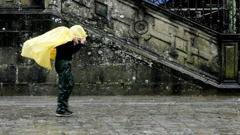 Las imágenes del temporal en Galicia.<span lang= es-es >Reunión de la conselleira con los trece alcaldes</span>. La sede la Xunta en Vigo acogió ayer la reunión que mantuvo la conselleira de Transporte Ethel Vázquez con los trece alcaldes cuyos municipios suscribirán el nuevo borrador del transporte metropolitano del área de Vigo.