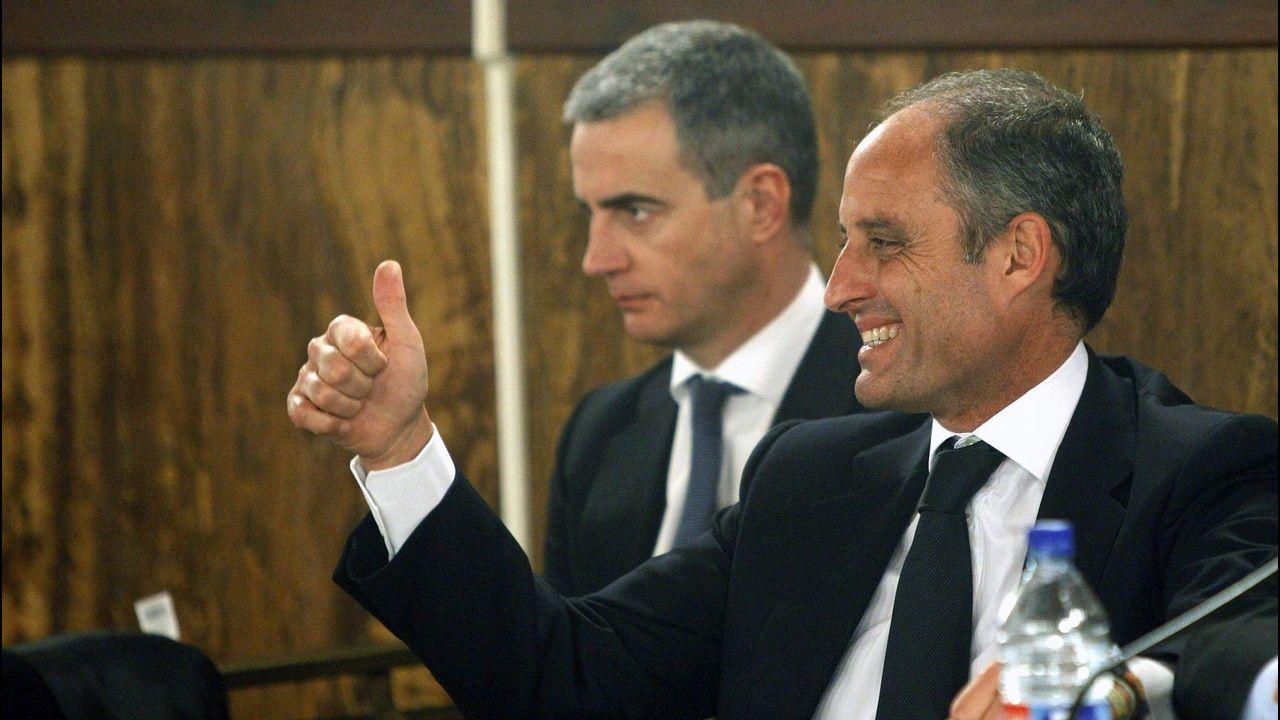 | EFE.Ricardo Costa y el expresidente Camps, durante la lectura del fallo de la causa de los trajes del caso Gürtel en el 2012