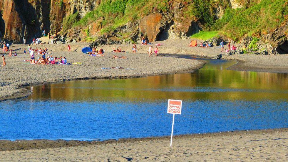 Prohibición de baño en la playa de Frexulfe.Prohibición de baño en la playa de Frexulfe
