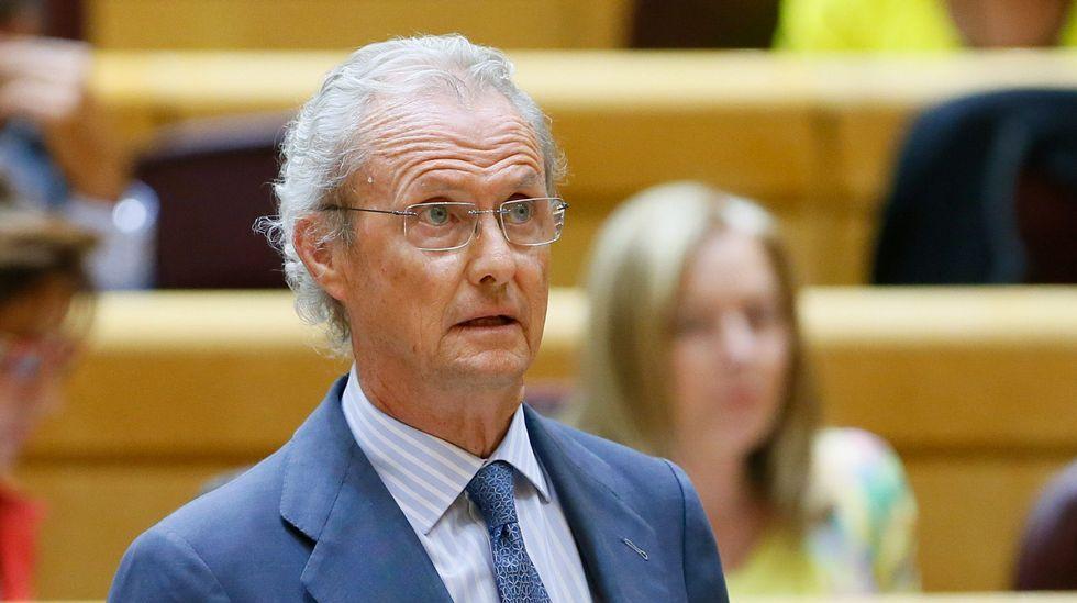 Morenés: «Lo que he dicho es que todo el mundo en España está sometido a la ley».Uno de los barcos que participan en la búsqueda de los militares desaparecidos