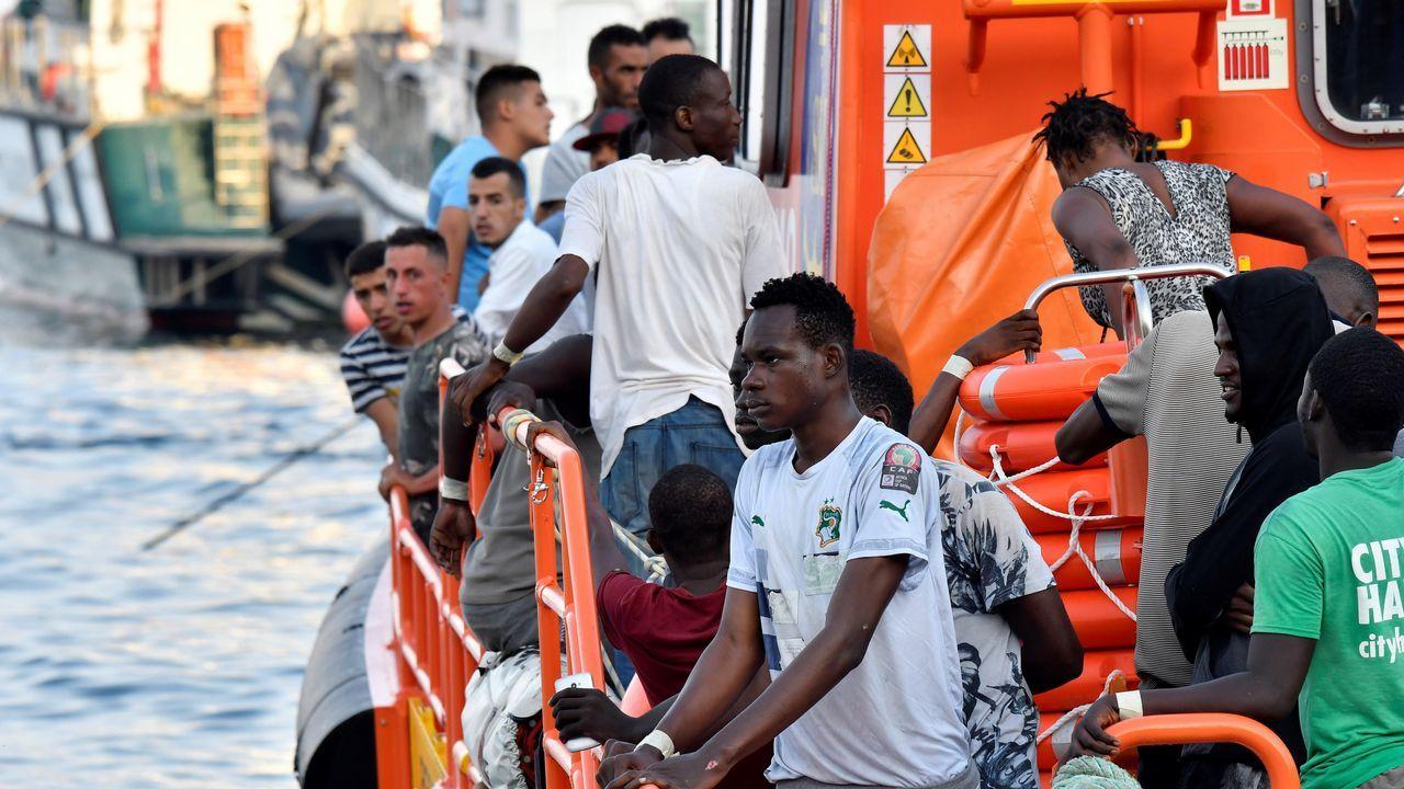 .Imagen de la llegada a puerto de 25 personas rescatadas este viernes tambien en el mar de Alborán