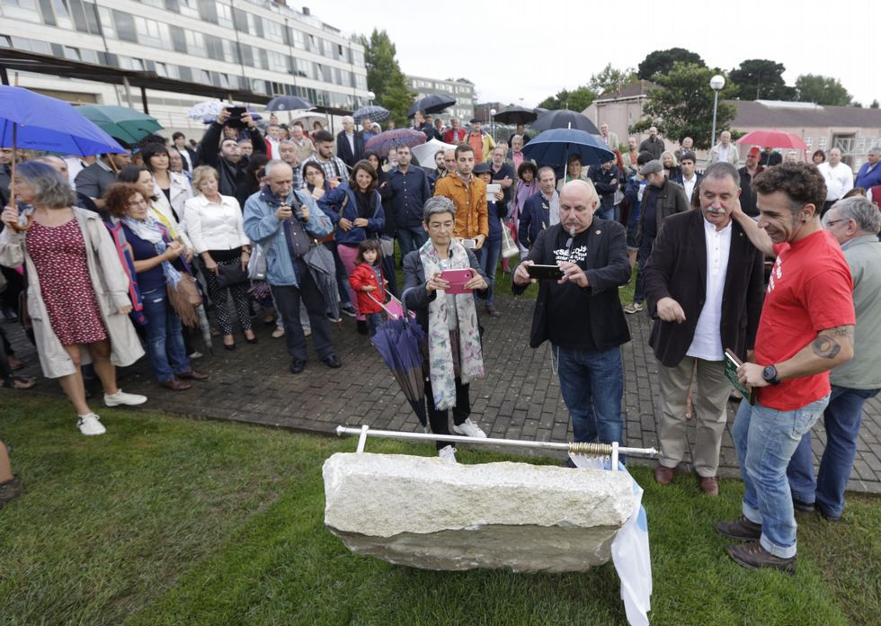 El acto reunió a gran número de vecinos, además de a miembros del gobierno local.