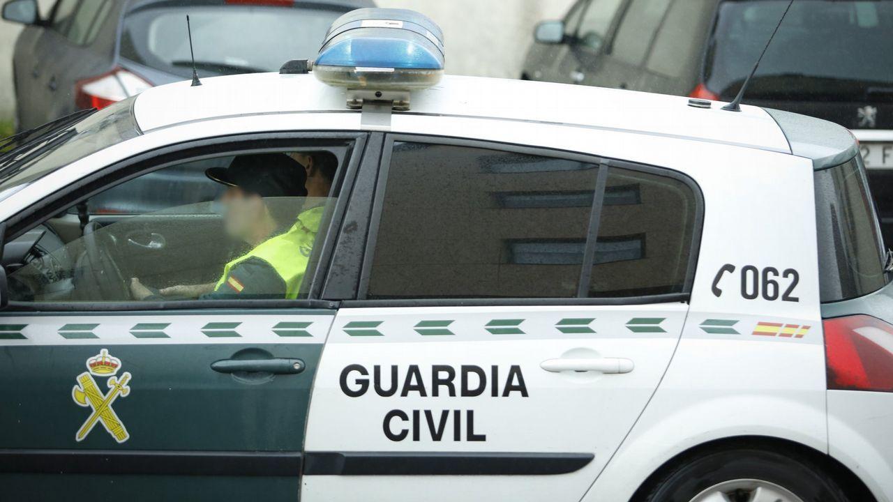 Los escolares dan la bienvenida al entroido en Santiago y Negreira.El cómico galaico-catalán Pepe Rubianes