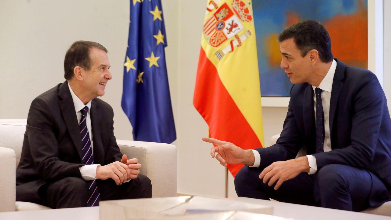 El PP tumba en el Senado la senda de déficit del Gobierno.El presidente de la Generalitat, Quim Torra (derecha), y su vicepresidente, Pere Aragonés