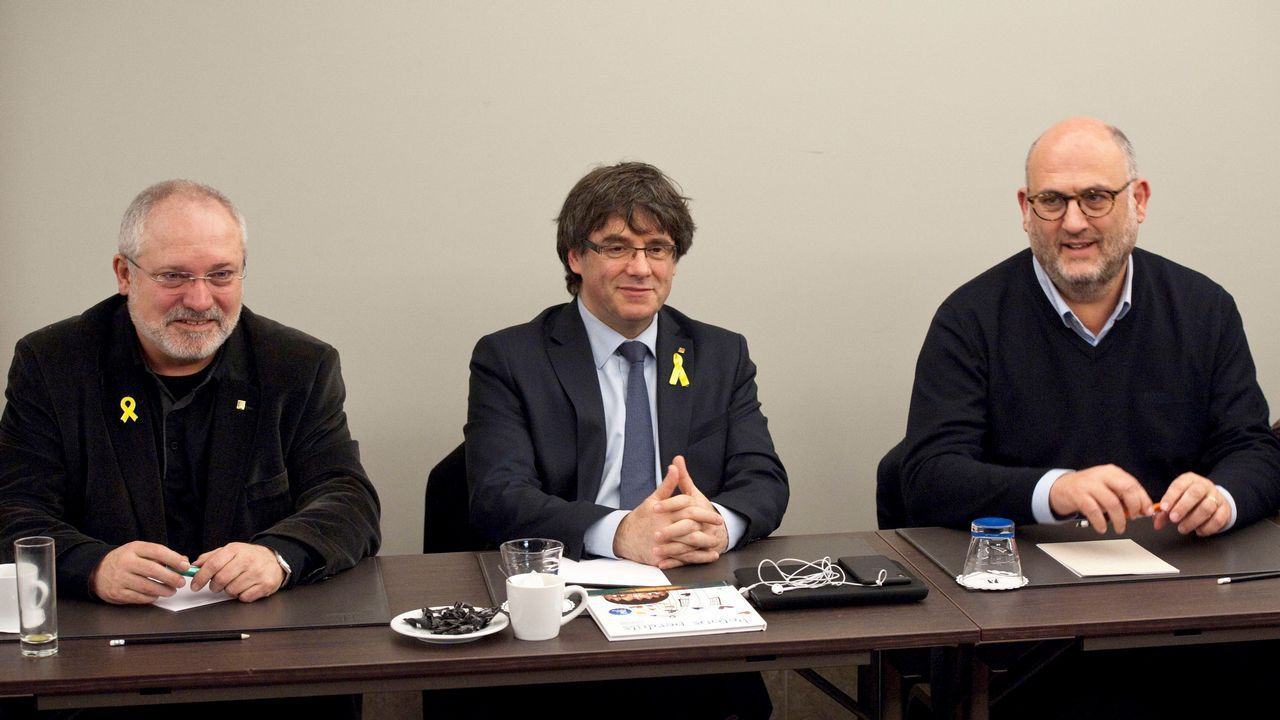 .Puigdemont se reunió ayer con diputados de su partido