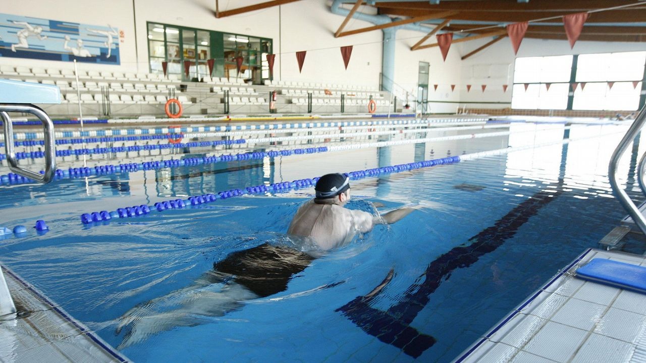 La piscina climatizada estar cerrada durante diez d as for Piscina monforte de lemos