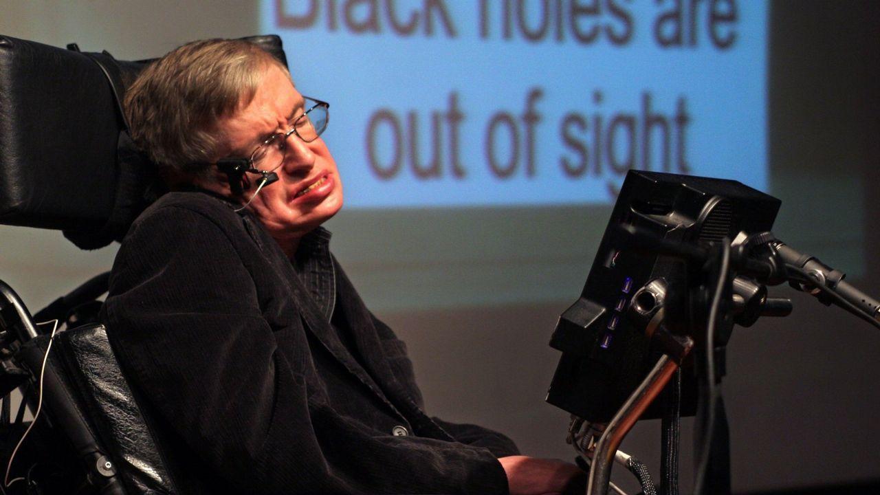 1.500 alumnos gallegos dan la mejor lección de investigación en A Coruña.Hawking utilizaba una interfaz cerebro-ordenador para comunicarse