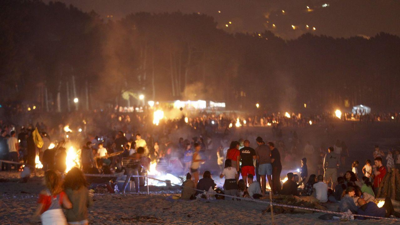 .Cabanas, una fiesta a la coruñesa. Con playa y juventud, A Madalena acogerá 98 hogueras en una celebración similar a la de A Coruña