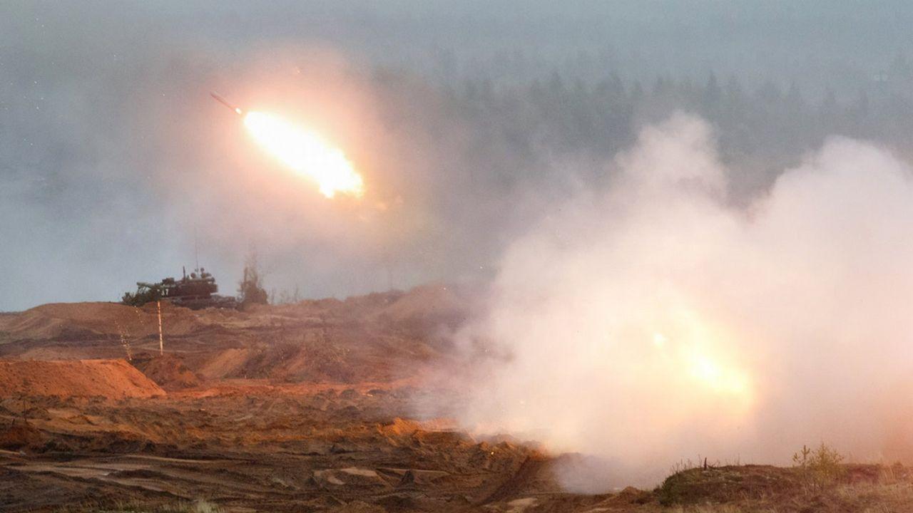 Un helicóptero ruso dispara por error contra el público durante unas maniobras militares.