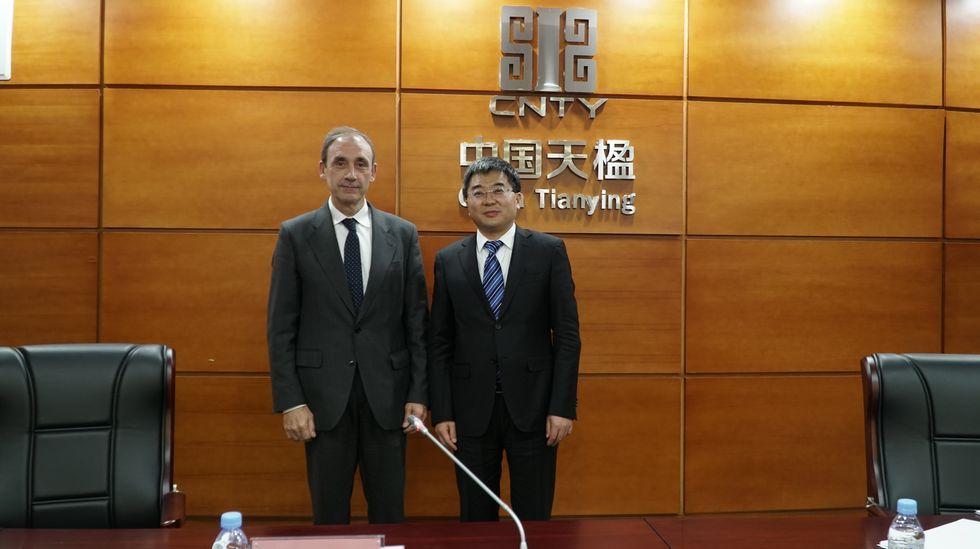 El presidente y máximo accionista de China Tianying (CNTY), Yan Shengjun, es también el presidente de Urbaser. A su lado, el consejero delegado, el catalán José María López-Piñol, que continúa en la compañía reforzando sus máximos poderes ejecutivos