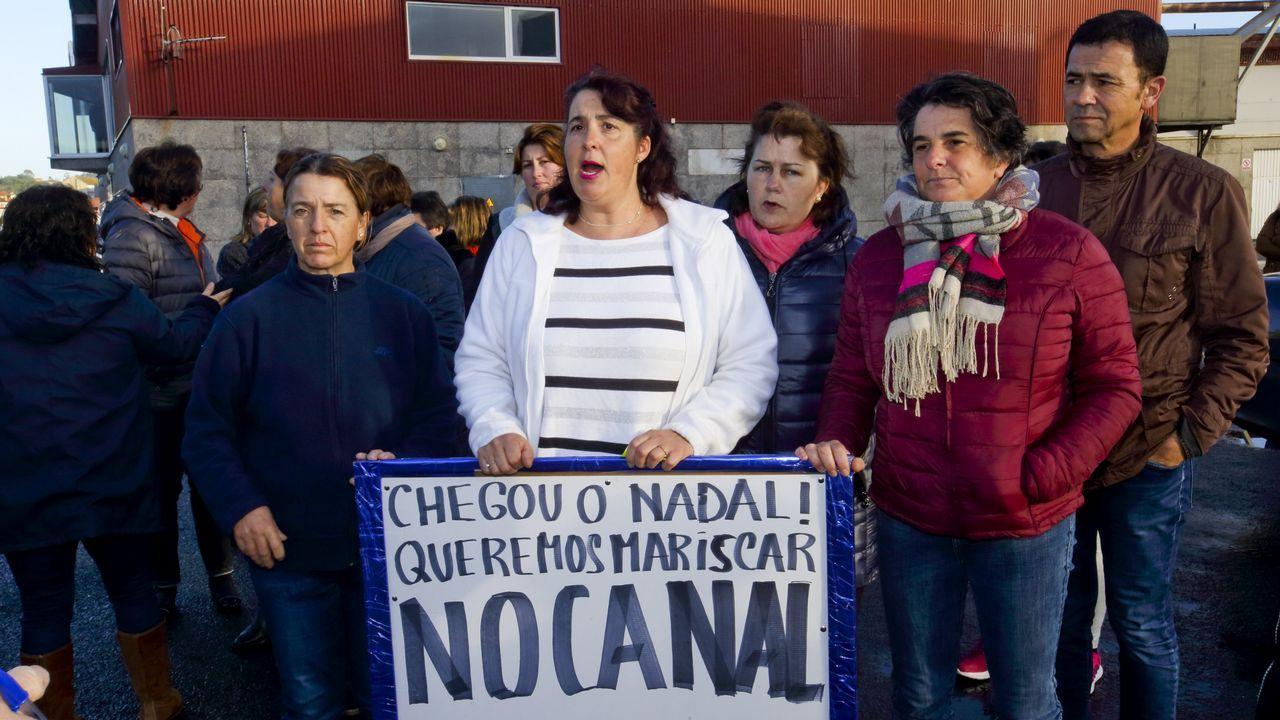 Mariscadoras de Camariñas piden poder trabajar en la zona del canal
