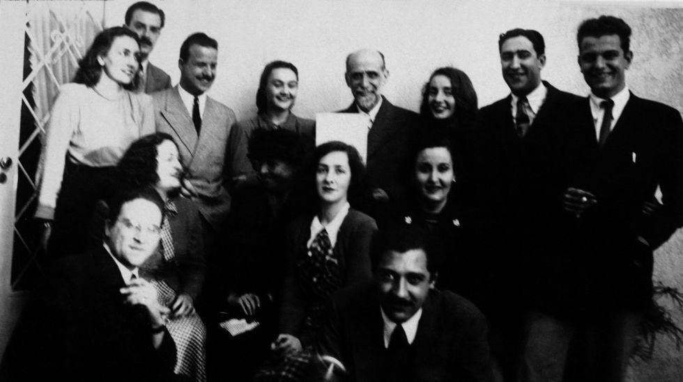 Ángel Rama, a la derecha, junto a Juan Ramón Jiménez en una visita del poeta a Argentina.