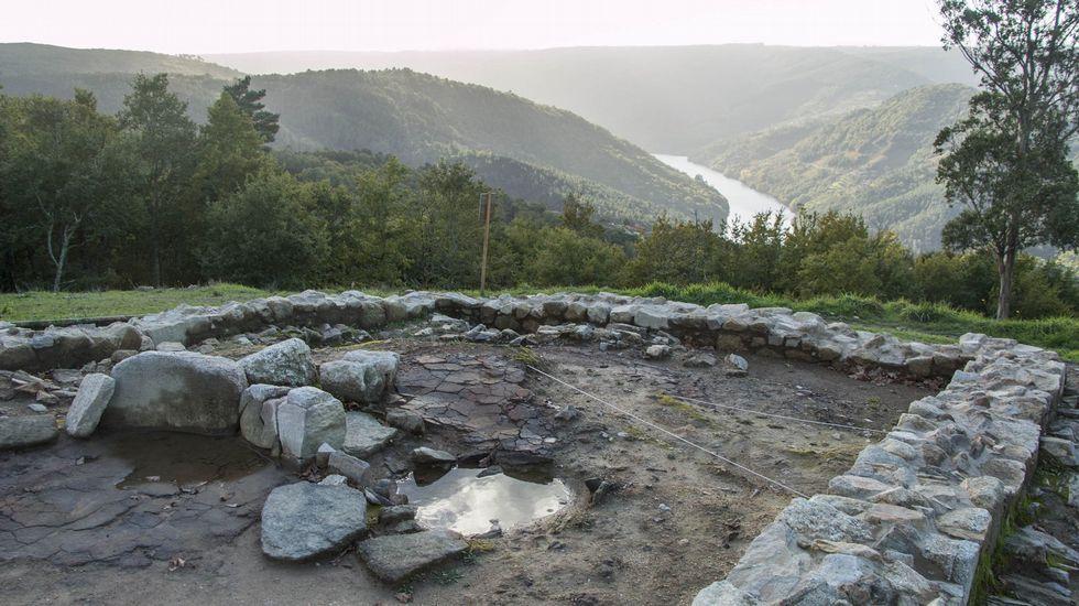 Desde la cima del castro se avista un espectacular panorama del cauce del Miño