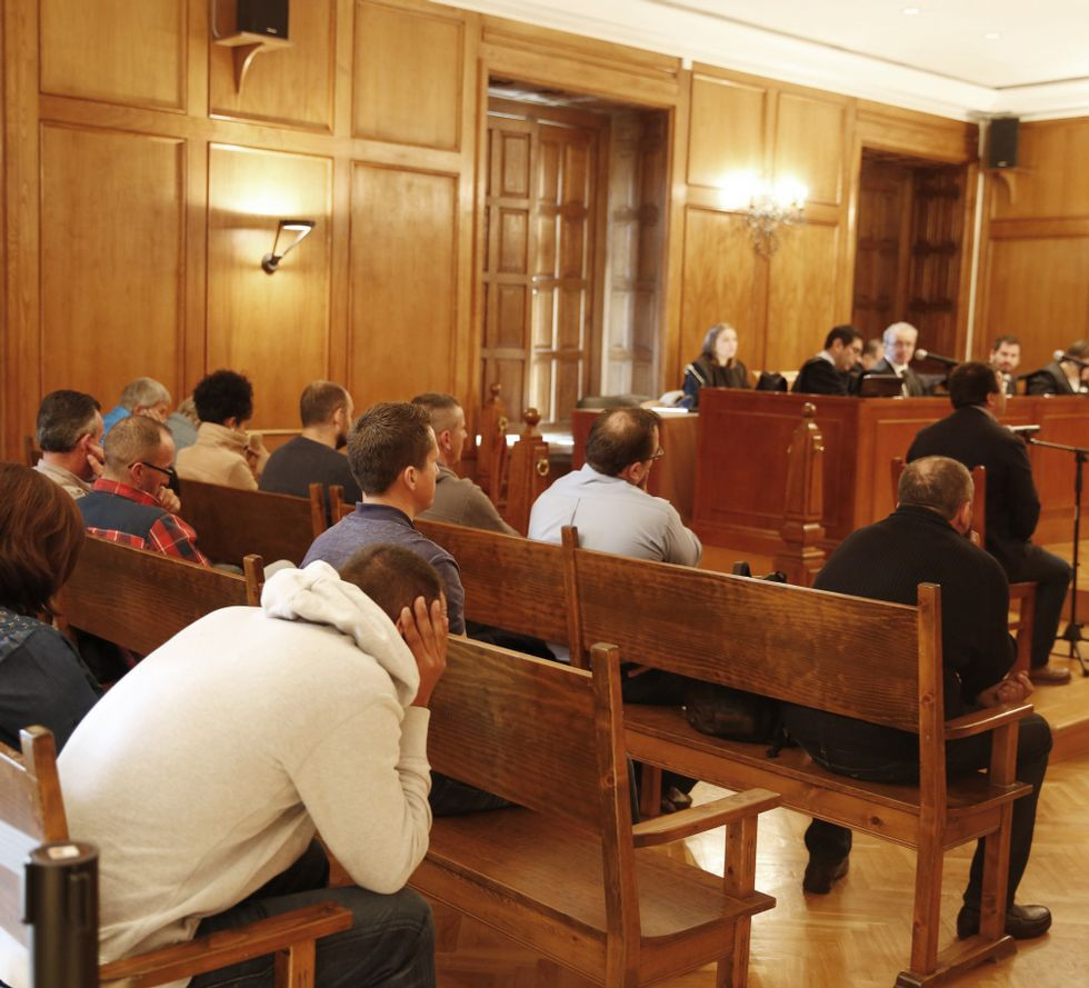 .La vista oral se reanudó con la  declaración de testigos.