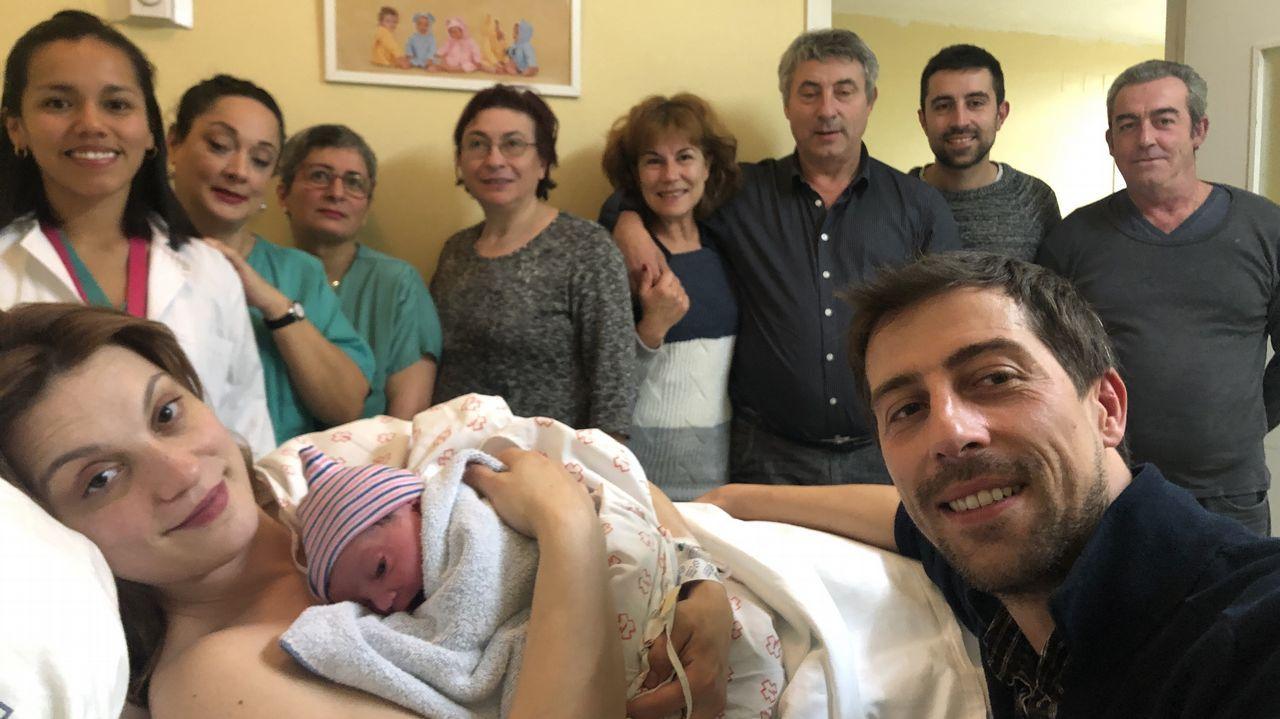 Bebé pie mano.Alberto Freitas, consultor en ingeniería; Rosa Arcos, presidenta de Mujeres Rurales; y Portal González, médica de Agampfec