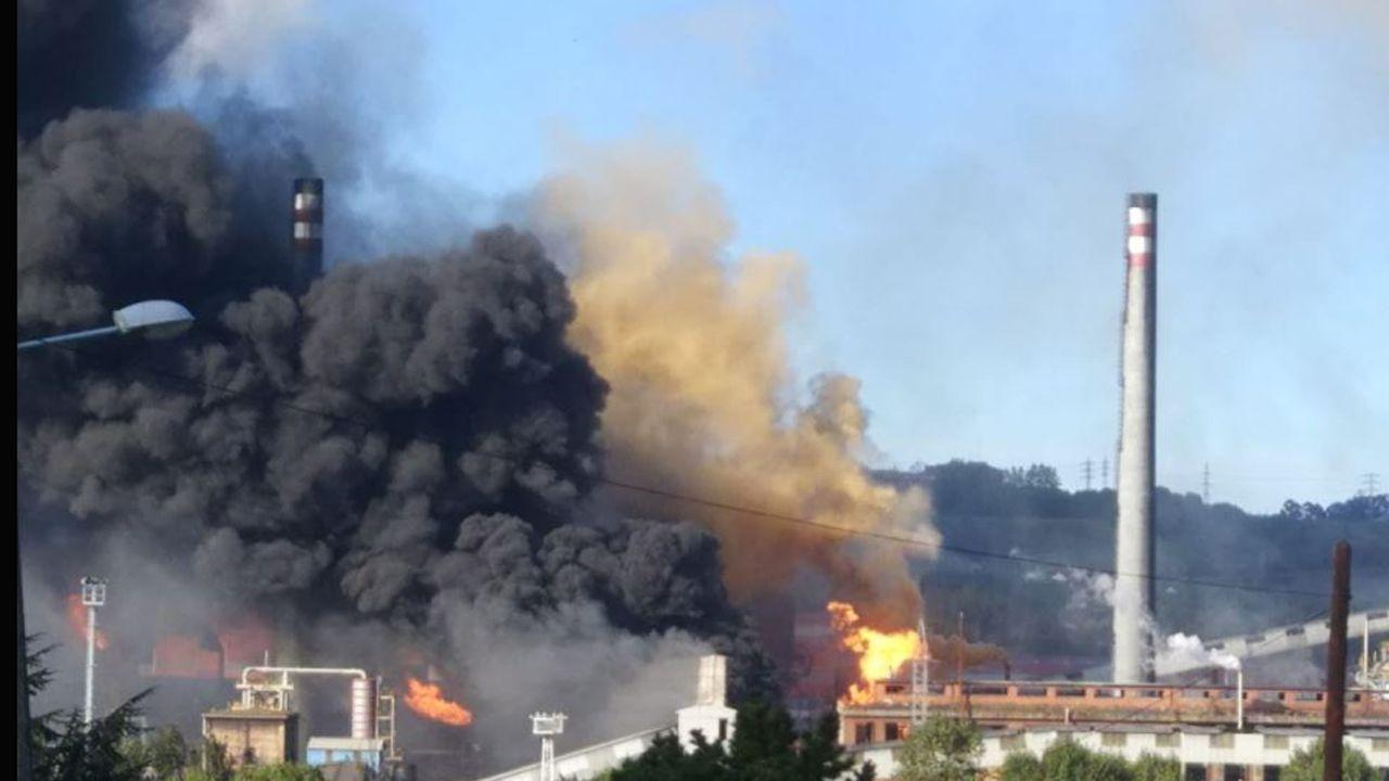 Imagen del incendio de las baterías de cok de Arcelor en Avilés