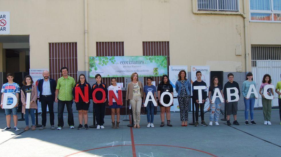 .Así daban notoriedad al Día Mundial sin Tabaco del pasado año los alumnos del colegio Divina Pastora de Ourense