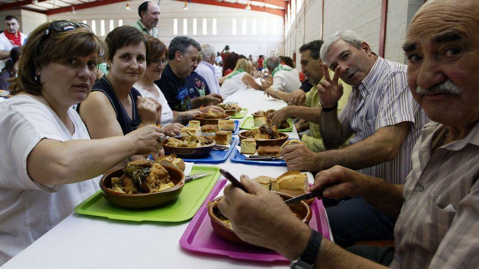 Festa do galo pica no chan en Muíños