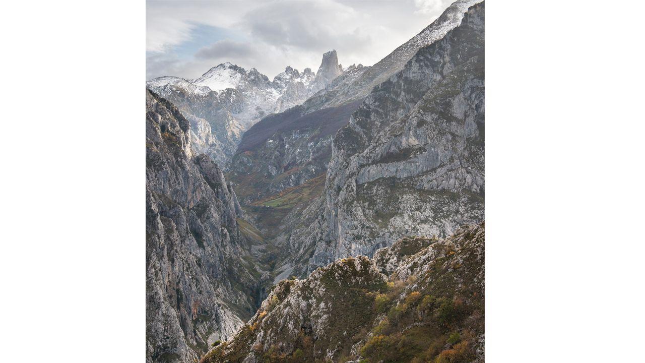 Picos de Europa con el Urriellu al fondo