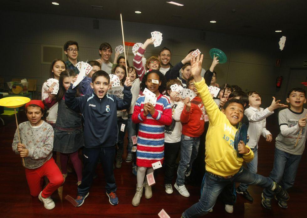 Durante tres días, 74 aprendices de mago se han dado cita en el auditorio con Mago Álex, Mago Xacobe y Pedro Bugarín.